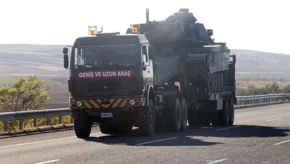 Sınıra tank ve zırhlı araç sevkıyatı sürüyor