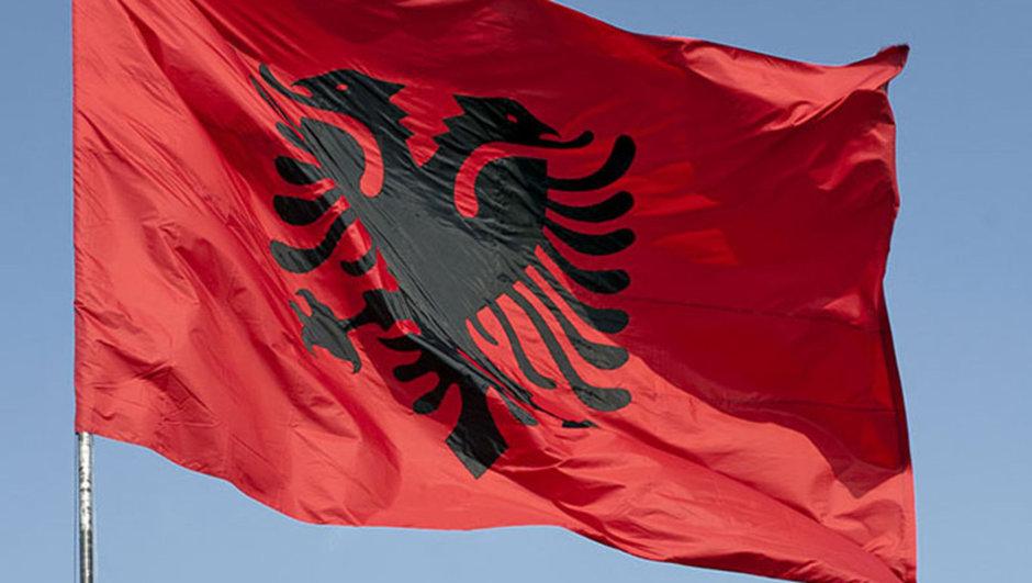 Arnavutluk'taki FETÖ okullarına Türk bayrağı yasağı