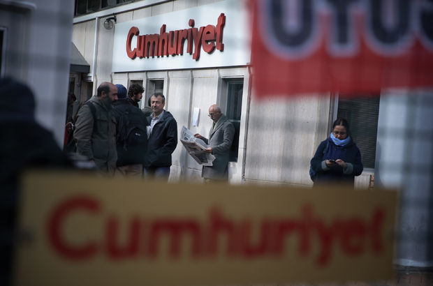 Cumhuriyet Gazetesi'nde 9 tutuklama