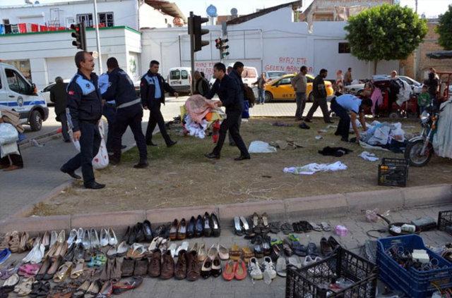 Adana'da zabıtanın müdahale ettiği işportacıların malları yağmalandı