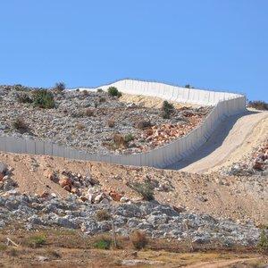 Irak sınırına hendekli duvar