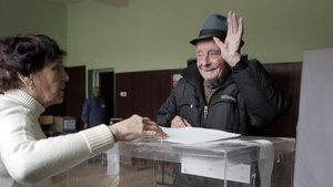 Bulgaristan'da halk cumhurbaşkanını seçmek için sandık başında