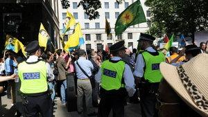 PKK sempatizanları Londra'da 2 Türk vatandaşını darbetti
