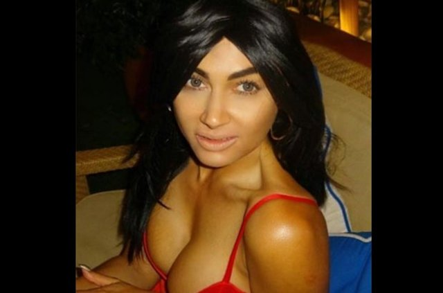 Kim Kardashian'a benzemeye çalışan Claire Leeson: Tam bir gerizekalıyım