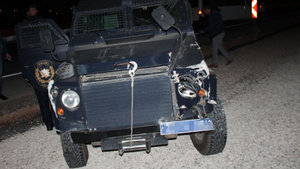 Elazığ'da zırhlı polis aracı ile otomobil çarpıştı