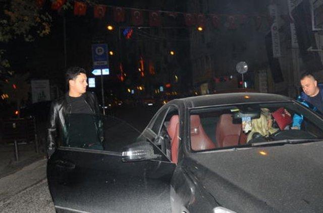 Mesut Özil İstanbul'da çapkınlık turunda