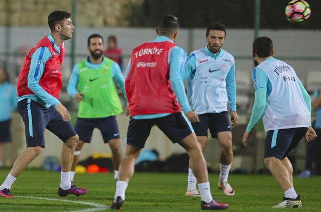 """Maçı sıksık durduran Fatih Terim, yapılan top kayıpları sonrası """"Bu hatalar sizin seviyenizdeki bir takımın yapacağı hatalar değil"""" uyarısında bulundu"""