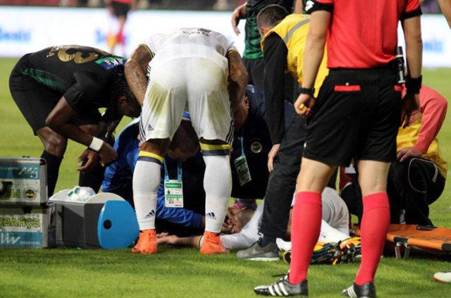 Manisa'da yaşanan skandalla ilgili olarak Fenerbahçe'nin Hollandalı yıldızı Robin van Persie isyan etti