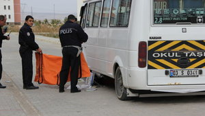 Afyonkarahisar'da servis minibüsü çocuğa çarptı