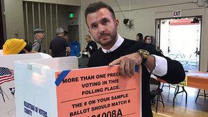 Özgür Teke Hillary Clinton'a oy attı