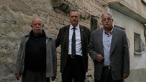 Kilis'te iki kardeş 250 yıllık evlerini Türk Kızılayına bağışladı