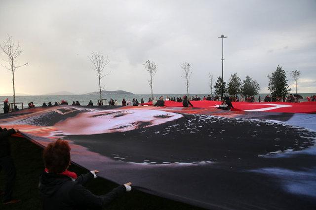 """Kadıköy'de 09:05'te """"Ata'ya Saygı Zinciri"""" oluşturuldu"""