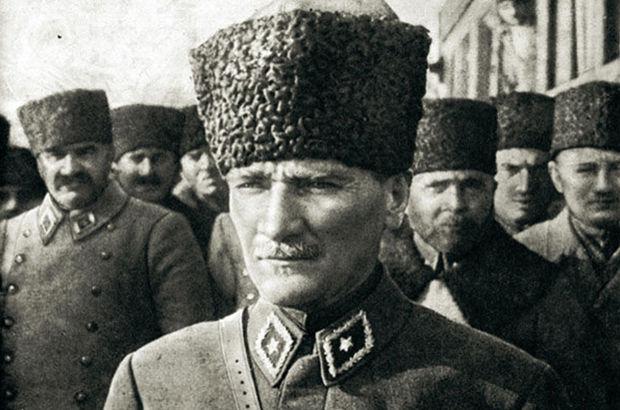 Prof. Dr. Şükrü Hanioğlu Mustafa Kemal Atatürk Atatürk 10 Kasım 10 Kasım Atatürk'ü anma günü