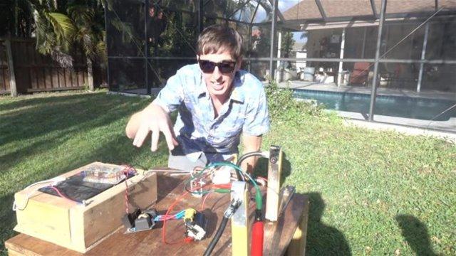 Bir karpuza 10 bin volt elektrik verilirse ne olur?