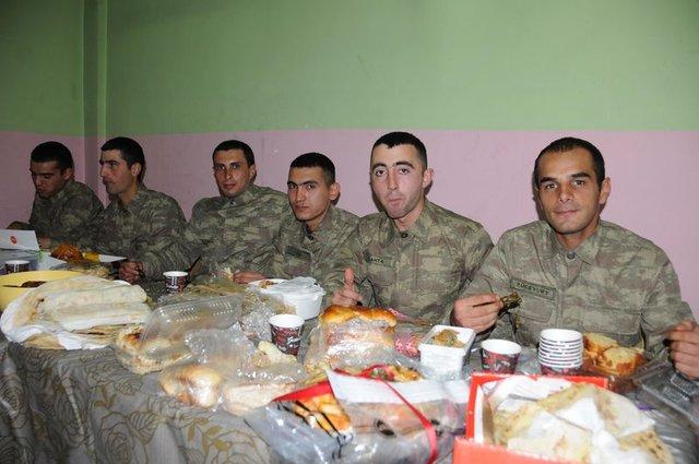 Sınırdaki Mehmetçiği duygulandıran kargo