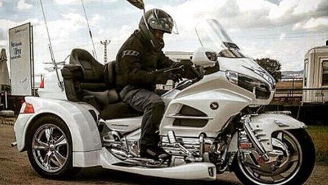 Cem Yılmaz motosiklet aldı