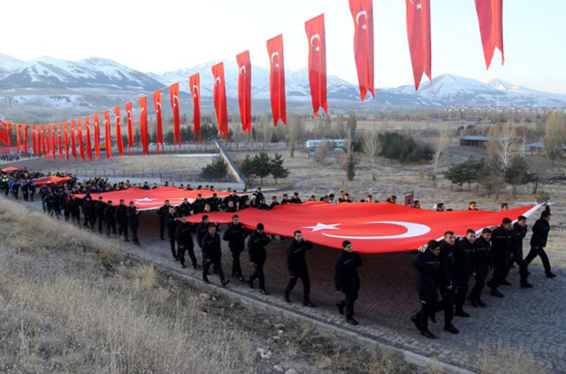 20 bin Erzurumlu, Aziziye Tabyaları'na yürüdü