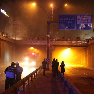 Tünel'de yangın trafiği felç etti!