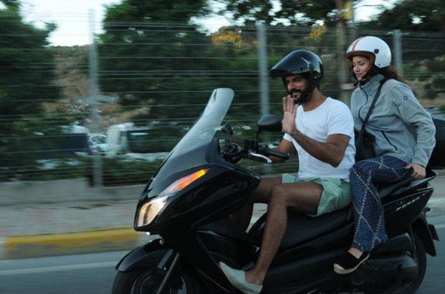 Burak Özçivit sevgilisi Fahriye Evcen için motorsiklet tutkusundan vazgeçti