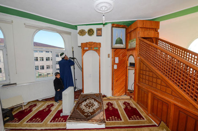 Ömer Kurt, İstanbul'daki evini satarak yaptırdığı caminin imamı oldu