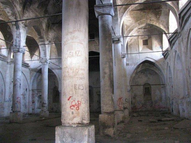 Niğde'de tarihe saygısızlık! Alaeddin Camisi ve Rum Ortodoks Kilisesi spreyle boyandı