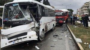Manisa'da TIR, otobüse çarptı: 2'si ağır 28 yaralı
