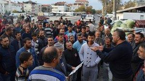Edremit'te Pazaryeri karıştı... Polis biber gazı ile müdahale etti