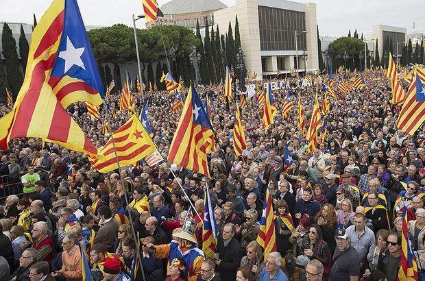 Barcelona Katalan siyasetçiler destek yürüyüşü