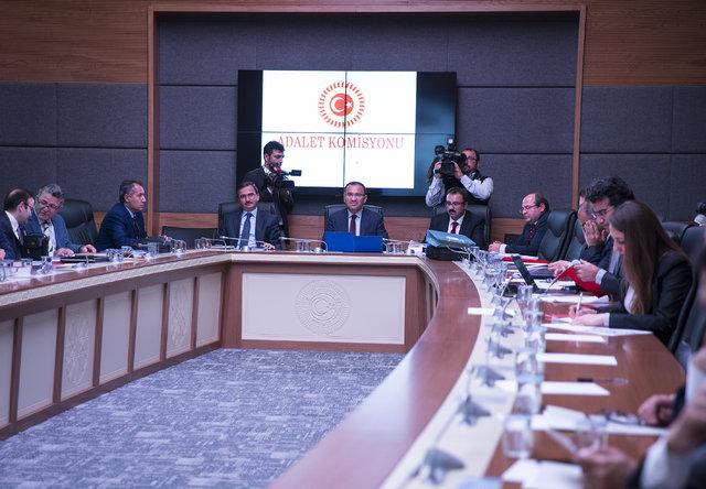 AK Partili vekiller CHP önergesine el kaldırdı, bakan Bekir Bozdağ isyan etti