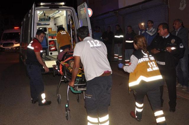 Adana'da işçi servisi, yol kenarındaki eve çarptı: 3 ölü, 8 yaralı