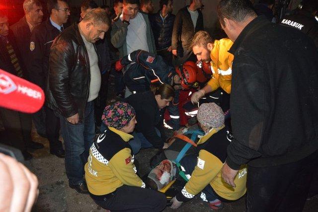 Karabük'te kontrolden çıkan halk otobüsü eve girdi