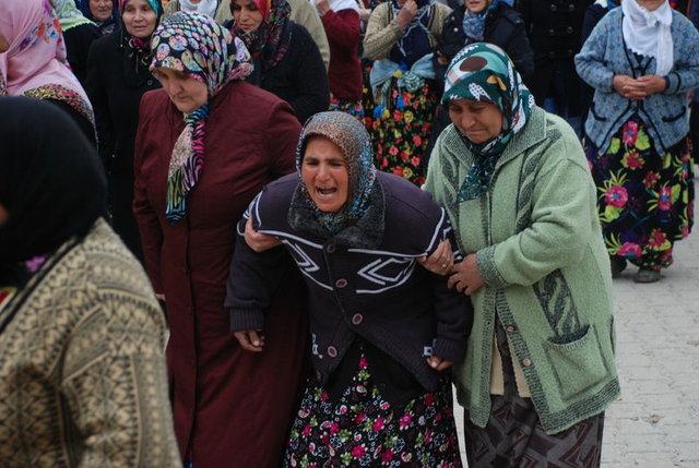 Kütahya'da kaçırıldığı kişi tarafından öldürülen Ayşe Şahin toprağa verildi
