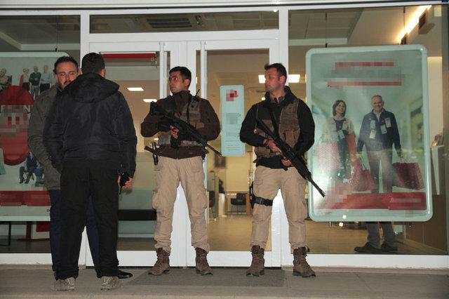 Elindeki pakette bomba olduğunu söyleyen şahıs banka soydu
