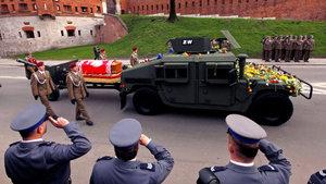 Uçak kazasında ölen eski Polonya Devlet Başkanı'nın mezarı açıldı