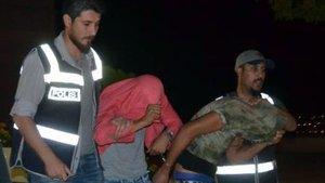 Elazığ'da iki şüpheli televizyondan esinlenip polis kılığına girdi