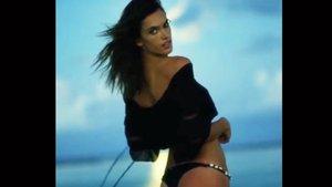 Alessandra Ambrosio'nun Süper Ay dansı