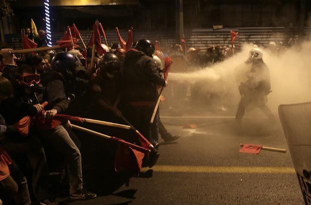 obama atina protesto ile ilgili görsel sonucu