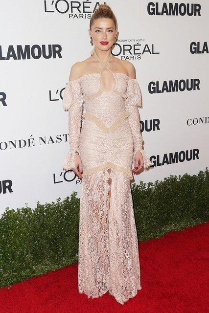Glamour Yılın Kadınları ödül gecesinde kırmızı halı şıklığı