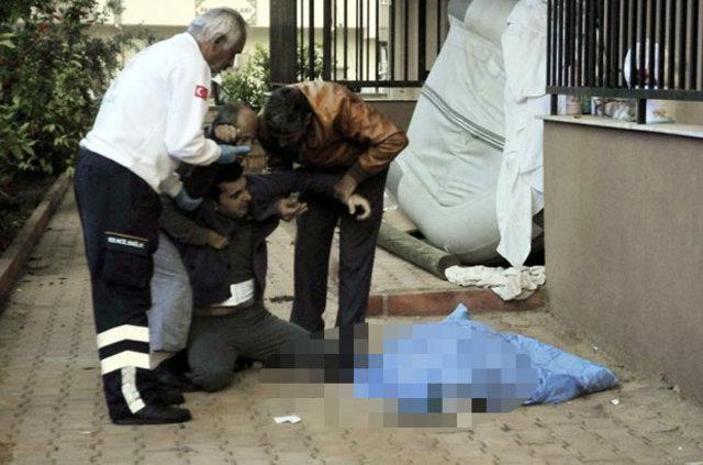 Antalya'da ikinci kattan düşen kadın öldü