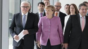 Steinmeier Almanya cumhurbaşkanlığına resmen aday