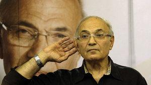 Mısır'da eski Başbakan Ahmet Şefik'in ülkeye giriş yasağı kalktı