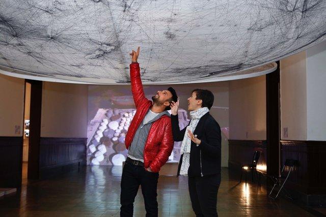 Tarkan, eşi Pınar Tevetoğlu ile İstanbul Tasarım Bienali'ni gezdi