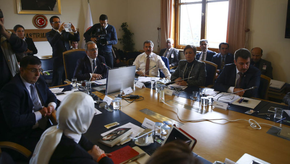 Darbe komisyonu'nda canlı yayın tartışması
