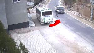 Küçük çocuk kamyonetin altında yaklaşık 3 metre sürüklendi