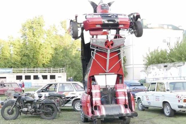 Arabadan Transformers robotu yapıldı