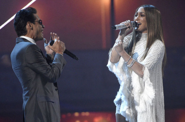 Jennifer Lopez ile Marc Anthony dudak dudağa