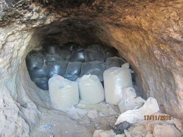 Mağarada 1 ton 877 kilogam esrar ele geçirildi