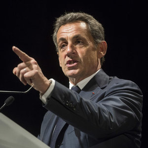 """Sarkozy: """"Bu soruyu sormaya utanmıyor musunuz?"""""""