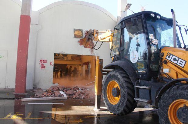 İzmir Bayraklı cemevi düğün salonu yıkıldı