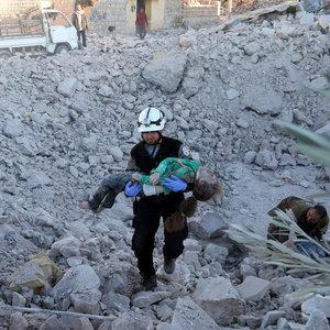 Halep'a hava saldırısı: 40 ölü
